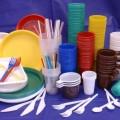 посуд із пластика