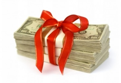 скільки грошей подарувати на весілля