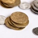 Українські монети на білому фоні