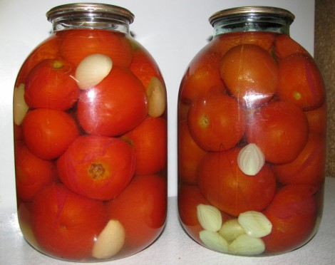 Мариновані помідори з часником