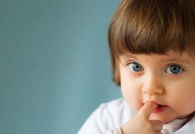 діти гризуть нігті