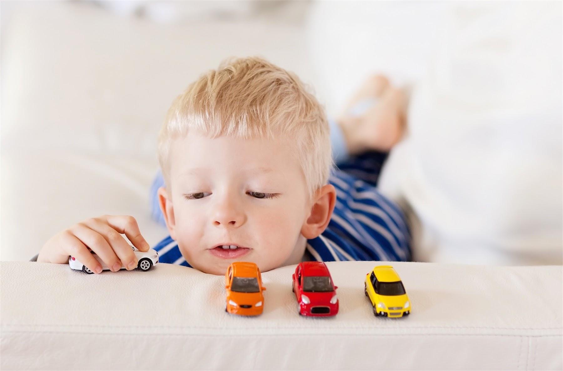 Як правильно обирати іграшки дітям?